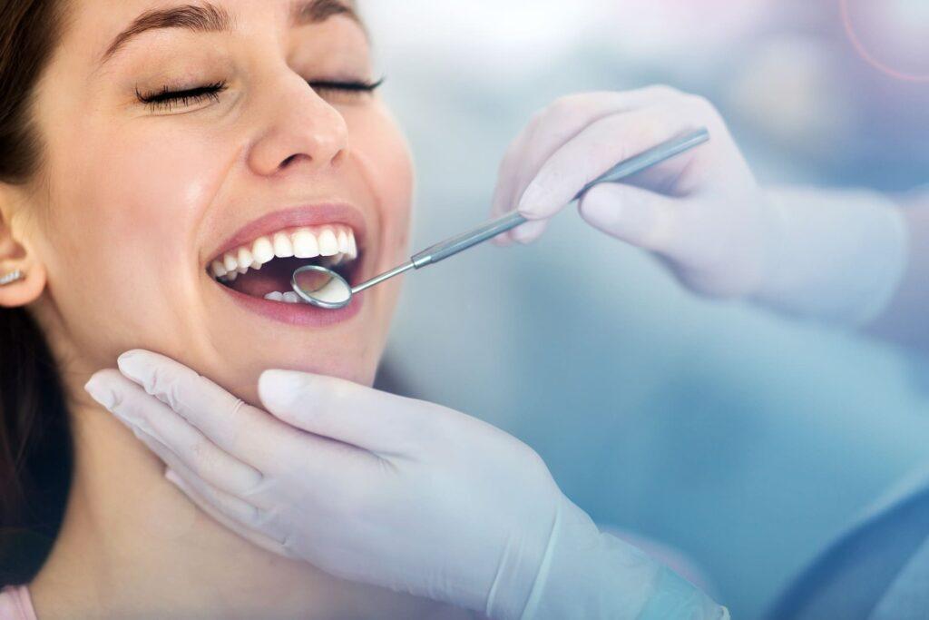 Les neteges dentals espatllen l'esmalt